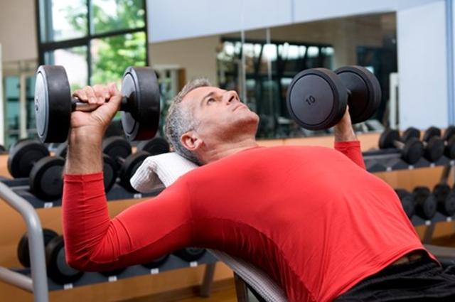 Ćwiczenia na plecy na siłowni a bóle kręgosłupa
